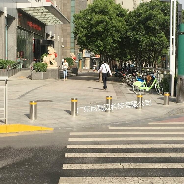 广场隔离不锈钢液压防撞路桩