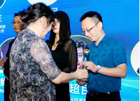 首届智慧安防与新基建产业发展论坛在深举行 优特普斩获两项大奖!